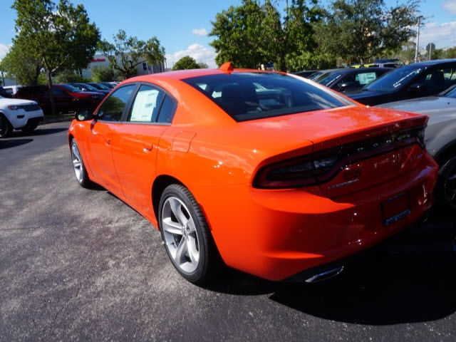 New 2018 DODGE Charger SXT